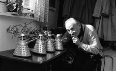 23 November 1963 - 'An Unearthly Child' airs on the BBC, the first episode the popular Sci-Fi series Doctor Who. This episode introduced William Hartnell, the first doctor, who arrived from his original home planet Gallifrey, in the TARDIS, a time machine, which appears bigger on the outside than it does on the inside. Doctor Who is now the longest-running science fiction show in the world, with 826 episodes and 12 different doctors. #HistSci  © Chris Ware/Getty Images