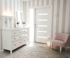 Good morning! Mukavaa tiistaita! . . #eteinen #enter #interior #home #nordichome #finnishhome #roominspo #beautifulhome #lovelyinterior #home_and_living #home_and_decor #instahome #homestyling #interior123