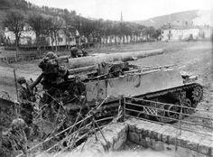 WWII Pictures (@WWIIpix)   TwitteAn American M12 self-propelled gun at Echternach, Luxembourg, 1945
