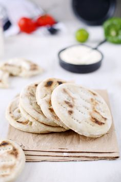pain-polaire flat Polar baked pan bread (in French use a translator program) Cooking Fails, Cooking Recipes, Cooking Chicken Thighs, Burger Co, Pain Burger, Cooking Spaghetti Squash, No Salt Recipes, Country Cooking, How To Cook Eggs
