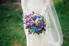 natürlicher Boho-Brautstrauß in lila und blau