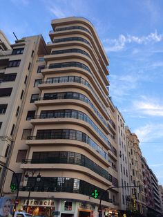 Sant Vicent 71. Edificio Alonso, arquitecto Luis Albert Ballesteros, 1936 - 1940.