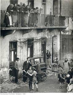 "Martin Munkacsi: ""Girls Dancing in the Streets"", Budapest, 1923"