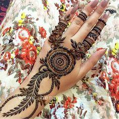Henna design More Indian Henna Designs, Latest Arabic Mehndi Designs, Mehndi Desing, Mehndi Art, Henna Art, Mehendi, Heena Design, Mehndi Design Pictures, Mehndi Images