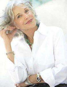 Hair Styles for Older Women-11
