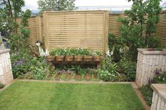 Jacksons Venetian panel (with a bench in front) creates a garden screen.