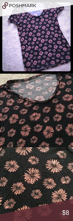 Flower Tee MUDD pink flower tee with soft grey material . Very versatile and perfect with black jeans or shorts ! Good condition . No holes or snags. Mudd Tops Tees - Short Sleeve