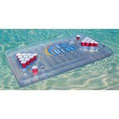 On commence avec les objets de l'été et cette table de bière pong flotante pour y jouer à la mer sous le soleil ou dans votre piscine pour les bourgeois !