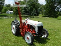 1952 Ford Tractor & 6 Foot Side Sickle Bar Mower Photos and info - TwentyWheels Antique Tractors, Vintage Tractors, Vintage Farm, 8n Ford Tractor, Tractor Mower, Tractor Decor, Farm Day, Small Tractors, Tractor Implements