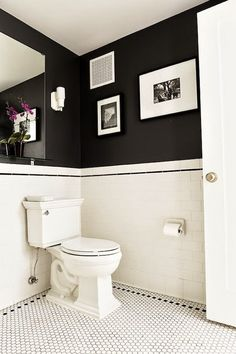Love the dark walls. Shelf for little potted cacti? Love the dark walls. Shelf for little potted cacti? Bad Inspiration, Bathroom Inspiration, Black White Bathrooms, Bathroom Black, Small Bathrooms, Master Bathroom, Classic Bathroom, Boho Bathroom, Vintage Bathrooms