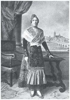 1928, Queen Victoria Eugenia in the regional dress of Salamanca
