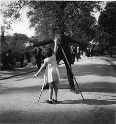 Doisneau. La petite Monique Paris 1934