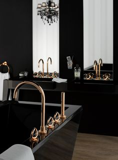Rose Gold Bathroom Decor Awesome 10 Elegant Black Bathroom Design Ideas that Will Inspire You Chic Bathrooms, Amazing Bathrooms, Black Bathrooms, Black And Gold Bathroom, Black Bathroom Decor, Glamorous Bathroom, Luxurious Bathrooms, Shabby Chic Interiors, Bathroom Interior Design