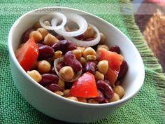 Egyszerű, laktató és ízletes. Tudom nem kifejezetten nyári saláta, de majd ősszel/télen érdemes kipróbálni.Csicseriborsó salátaHozzávalók: 1-1 konzerv csicseriborsó és vörös bab, 1 nagyobb fej lila hagyma, 1-2...