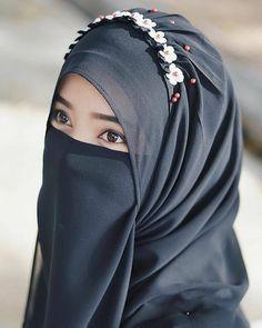 Pin Image by Fashion Kusmia Arab Girls Hijab, Muslim Girls, Hijab Niqab, Muslim Hijab, Hijabi Girl, Girl Hijab, Beautiful Muslim Women, Beautiful Hijab, Hijab Style Tutorial