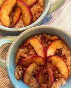 Winter Mornings #LyanisLunchbox Heirloom Apples with Cinnamon Agave Candied Walnuts and Oatmeal #foodie #yummy #heirloomapples #arkansasblackapples #instabreakfast #paintandplate