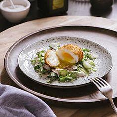 Roher Spargelsalat mit Agrimetto und frittiertem Ei