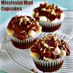 Pamper your sweet tooth a little more with these Mississippi Mud Cupcakes. Can it get better than this? #cupcakes #Mississipi