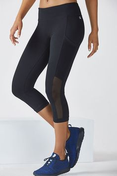 It's no illusion, our slimming side-panel Curacao Capris streamline your shape even before you hit the studio. Enjoy all-way stretch fabric, convenient side pockets, moisture-control technology, and UPF 50+ sun protection