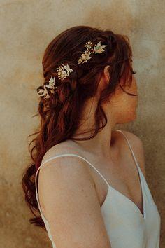 Quel accessoire choisir pour sa coiffure de mariée? Voici un petit article qui vous résume toutes les possibilités! photo @vanessamadecphotographies Marie, Band, Voici, Fashion, Atelier, Flowers, Accessories, Moda, Sash