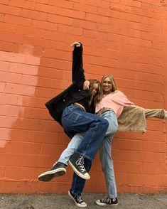 the pics will never stop Best Friend Soul Mate, Best Friend Goals, Mackenzie Ziegler Solos, Maddie Ziegler, Friendship Photoshoot, Best Friends Aesthetic, Friendship Pictures, Fotos Goals, Insta Photo Ideas