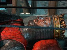 Tomb of Robert Curthose, Duke of Normandy, Gloucester Cathedral, c. 1134    http://professor-moriarty.com/info/section/church-monument-art/13th-century-church-monuments-robert-curthose-duke-normandy-gloucester-c
