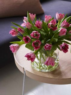Spennende rosa frynse tulipaner. Vase, Table Decorations, Party, Home Decor, Decoration Home, Room Decor, Parties, Vases, Home Interior Design