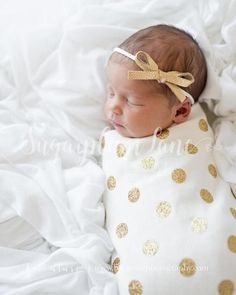 Will ship in weeks! This listing is for a gold glitter polka dot swaddling blanket and an optional matching knot hat OR knotted headband. The material is a super soft organic… Baby Kind, My Baby Girl, Baby Love, Cute Baby Pictures, Newborn Pictures, Newborn Girl Photos, Newborn Girl Photography, Pictures Of Babies, Cute Babies Photography