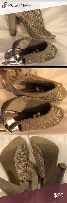 Jennifer Lopez beige and gold open toe heels 8 Jennifer Lopez beige and gold open toe heels 8 Jennifer Lopez Shoes