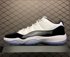 528895-153 Air Jordan 11 Retro Low