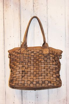 Handmade woven leather bag INTRECCIATO 2 by LaSellerieLimited