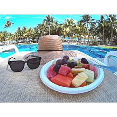 Beakfast by the pool - Fruit - healthy - RIU hotels - All Inclusive