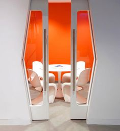Supergroup Office Interior by Verner Panton -Space Age Design Spaceship Interior, Futuristic Interior, Retro Futuristic, Futuristic Design, Futuristic Architecture, Interior Architecture, Corporate Interiors, Office Interiors, Corporate Offices