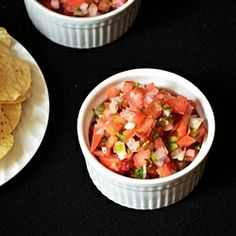Home made salsa. Definitely scrape the jalapeno seeds out - too hot! Tastes like Cosmic Cantina salsa. Mexican Food Recipes, Vegetarian Recipes, Healthy Recipes, Free Recipes, Mexican Dishes, Yummy Recipes, Yummy Food, Chutney, Easy Homemade Salsa