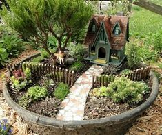 37 DIY Miniature Fairy Garden Ideas to Bring Magic Into Your Home - 40 Beautiful And Kreative Diy Fairy Garden Ideas - Fairy Garden Pots, Indoor Fairy Gardens, Fairy Garden Houses, Gnome Garden, Miniature Fairy Gardens, Fairy Gardening, Dish Garden, Plantation, Container Gardening
