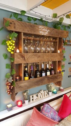 Old Pallets Ideas Wine rack created from an old pallet Pallet Ideas For Outside, Pallet Ideas Easy, Diy Pallet Projects, Wood Projects, Woodworking Projects, Vin Palette, Palette Diy, Palette Wine Rack, Wine Glass Rack
