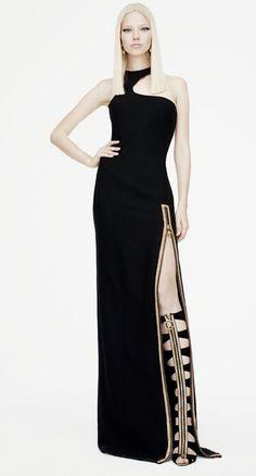 #moda #donna: @Cameron Daigle Daigle Versace svela la collezione donna per la pre-fall 2015. In primo piano uno stile urban, audace e all'insegna del lusso.http://www.sfilate.it/226782/pre-fall-2015-versace-lusso-casual-ed-elegante
