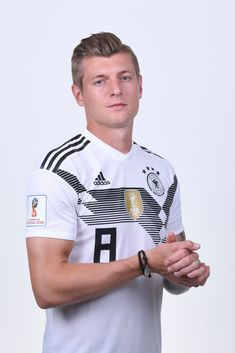 Toni Kroos of Germany pose for a photo during the official FIFA World Cup 2018 portrait session on June 2018 in Moscow, Russia. Get premium, high resolution news photos at Getty Images Football Boyfriend, Football Is Life, Football Fans, Football Shirts, Toni Kroos, Soccer Guys, Football Players, Fifa, Real Madrid Wallpapers
