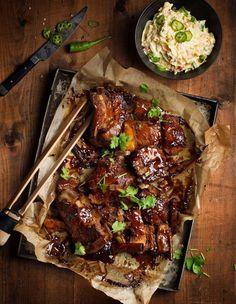 Ljuvliga, förkokta ribs som kryddglaseras strax innan servering. Enkelt och försvinnande god helgmat! Happy Foods, Breakfast Bake, Barbecue Recipes, Pork Ribs, Sugar And Spice, Asian Recipes, Food Inspiration, Holiday Recipes, Food And Drink