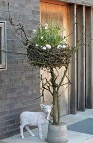 Easter decoration: Easter basket made of cherry branches with spring flowers flowers .- Osterdeko: Osternest aus Kirschzweigen mit Frühlingsblumen Easter decoration: Easter basket made of cherry branches with … - Deco Floral, Arte Floral, Diy Osterschmuck, Easy Diy, Diy Easter Decorations, Outdoor Decorations, Table Decorations, Easter Centerpiece, Thanksgiving Decorations