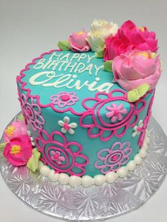 Birthday Cake Designs Buttercream - Share this image!Save these birthday cake designs buttercream for later by share this Birthday Cake With Flowers, Birthday Cake Girls, Unique Birthday Cakes, Birthday Ideas, White Flower Cake Shoppe, Buttercream Birthday Cake, Buttercream Flowers, Buttercream Icing, Pinterest Cake