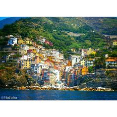 My favourite village in Cinque Terre and its colorful houses on the rocks. ➡ #Riomaggiore