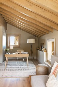 6 Ways to Introduce Summer into the Bedroom Home Office Design, House Design, Design Tradicional, Casa Top, Interior Architecture, Interior Design, Dining Room Bench, Rustic Home Design, Classic House