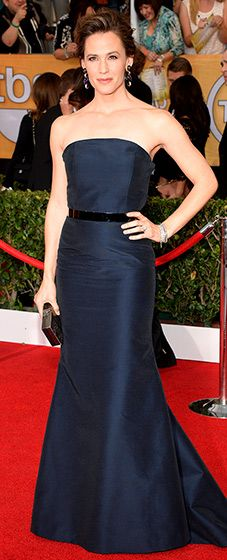 Jennifer Garner at the 2014 SAG Awards in a strapless, navy silk bustier gown by Max Mara with a gunmetal belt.