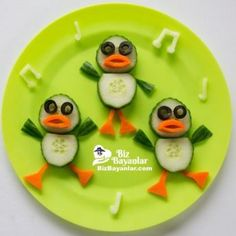 Fun food art Dancing Ducks - Fun, healthy, creative food for kids big and small Sooo sweet:) Cute Snacks, Snacks Für Party, Good Healthy Snacks, Healthy Meals For Kids, Cute Food, Kids Meals, Good Food, Funny Food, Fruit Snacks