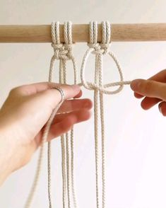 Macrame Tutorial Square Knot by TamarThings One of the basic knots in macrame that you need to know♡ For more inspiration and tutorials, check out my website! Macrame Plant Hanger Patterns, Macrame Wall Hanging Patterns, Macrame Plant Hangers, Macrame Art, Macrame Design, Macrame Projects, Macrame Knots, Macrame Patterns, Macrame Jewelry