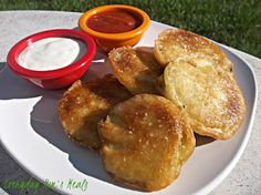 ~Beer Battered Fried Eggplant~ Crispy, yet tender and so flavorful, these are a great appetizer or meat free meal! Veggie Snacks, Recipes Appetizers And Snacks, Veggie Dishes, Yummy Appetizers, Snack Recipes, Cooking Recipes, Side Dishes, Food Plus, Sweet Cooking