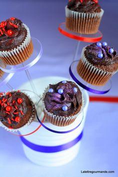 Cupcakes au chocolat (et Pastry Pedestal) http://blog.lalettregourmande.com/2013/07/cupcakes-au-chocolat-et-pastry-pedestal/