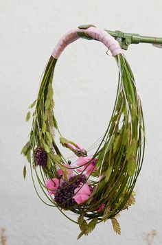 Allium sphaerocephalon, Cyclamen, Briza, flexigrass
