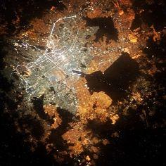 El astronauta de la NASA, Cris Hadfield tuitea foto de la Ciudad de México desde el espacio. FOTO:  @Cmdr_Hadfield